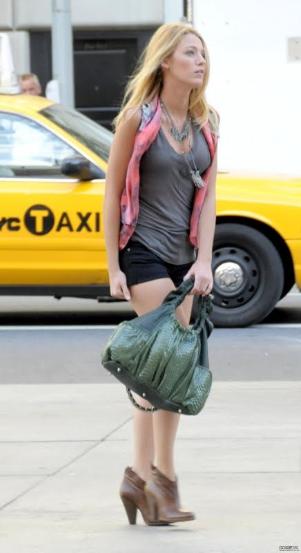 I was going gaga over Blake Lively's (Serena's) vest in last night's episode